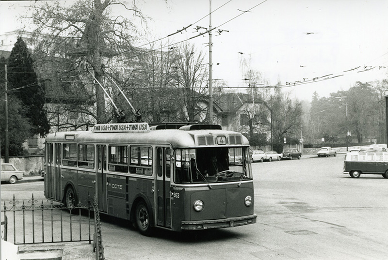 "Ci-dessous, photographie d'un trolleybus Berna ""200CV"" à Wilson, le 13.02.1971. - Source collection Eric Rahm"