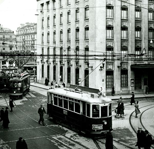 Rue de la Corraterie en 1942. Voiture n°5 Ce 2/2 Série 1 à 24 - Collection SNOTPG
