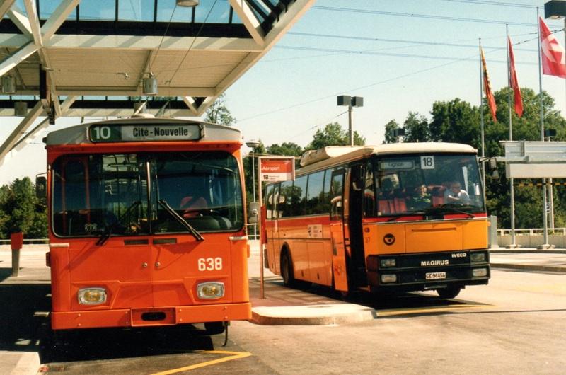 L'autobus Dupraz/PTT au départ de la ligne 18 aux côtés du trolleybus FBW 638 devant la nouvelle gare Genève-Aéroport. 29.08.1987.Photo©Diwabus949