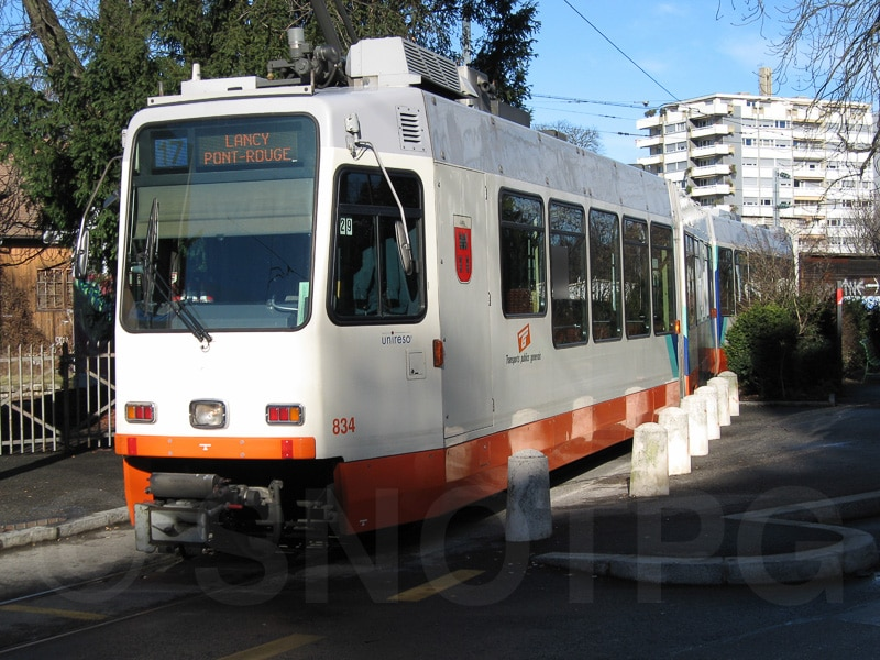La motrice Be 4/8 n°834 effectue son terminus à la gare des Eaux-Vives en janvier 2006