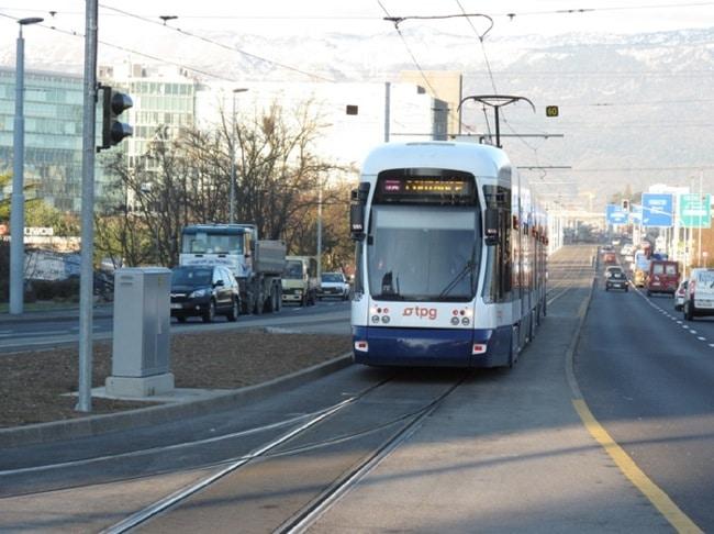 La 862 en ligne 18 rebrousse au terminus provisoire d'Avanchet. ©Collection Diwabux949